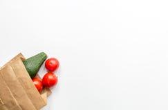 Sund mat i packe på vit åtlöje för bästa sikt för tabellbakgrund upp Arkivbild
