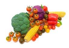 Sund mat - nya grönsaker som isoleras på vit bakgrund. arkivfoton