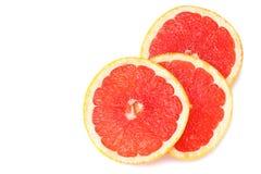 sund mat Skivad grapefrukt på vit bakgrund Top beskådar arkivfoto