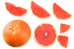 sund mat skivad grapefrukt som isoleras på bästa sikt för vit bakgrund Arkivbild