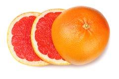 sund mat Skivad grapefrukt som isoleras på vit bakgrund Top beskådar arkivfoto