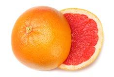 sund mat Skivad grapefrukt som isoleras på vit bakgrund Top beskådar royaltyfri bild