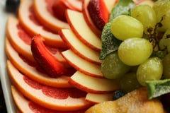 sund mat Slut upp matbild av blandade frukter Makrofotografi av äpplet arkivbilder