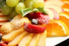 sund mat Slut upp matbild av blandade frukter Makrofotografi av jordgubben arkivfoto