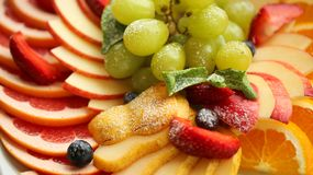 sund mat Slut upp matbild av blandade frukter Makrofotografi av jordgubben royaltyfria bilder