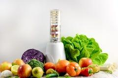 Sund mat, sunt äta - organisk frukt, grönsak och näringtillägg Royaltyfria Bilder