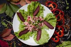 Sund näring för närande läcker köttsallad arkivfoton