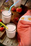 Sund näringsrik tropisk smoothie med Arkivbild