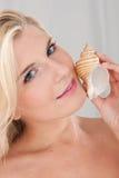 sund nätt ren hud som trycker på kvinnan royaltyfri foto