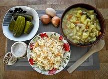 Sund smaklig mat, kokta potatisar från ugnen och ett mellanmål arkivbild