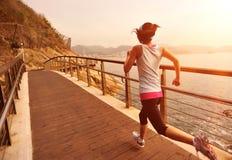 Sund spring för livsstilsportkvinna Arkivbild