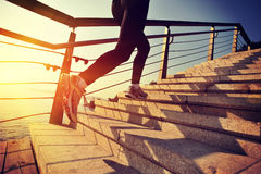 Sund spring för livsstilsportkvinna Royaltyfri Foto