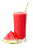 Sund vattenmelonfruktsaft som isoleras på vit med melonskivan Royaltyfri Foto