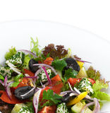 Sund vegetarisk grekisk sallad med tomater Royaltyfri Fotografi