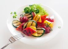 Sund vegetarisk kokkonst för Veggie av grillade grönsaker Arkivfoto