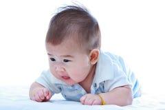 sunda barn behandla som ett barn krypa gulligt Förtjusande behandla som ett barn flickan, på whi Arkivfoton
