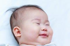 sunda barn Gulligt behandla som ett barn sova för Closeup förtjusande behandla som ett barn flickan Fotografering för Bildbyråer