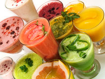 Sunda drinkar från frukter och grönsaker Royaltyfri Foto