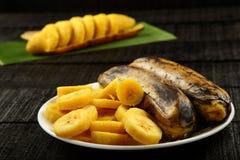 Sunda frukost-ångade och skivade banans Royaltyfri Fotografi
