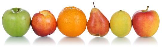 Sunda frukter som isolerade apelsiner, citroner och äpplen i rad Royaltyfri Bild