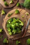 Sunda gröna organiska rå broccoliFlorets Royaltyfri Foto