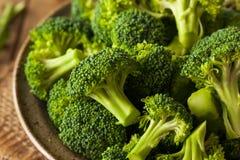 Sunda gröna organiska rå broccoliFlorets Arkivbilder