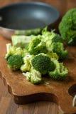 Sunda gröna organiska rå broccoliFlorets som är klara för att laga mat BR Fotografering för Bildbyråer