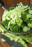 Sunda gröna organiska rå broccoliFlorets som är klara för att laga mat BR Arkivbild