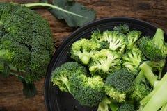 Sunda gröna organiska rå broccoliFlorets som är klara för att laga mat Rommar Royaltyfria Bilder