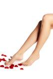 Sunda kvinnas ben vita isolerade ben Härlig kvinna le Royaltyfria Bilder