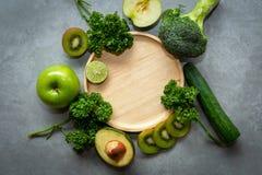 sunda matar Organisk och ny grön grönsak för detox, arkivbilder