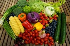 Sunda organiska frukter och grönsaker Arkivbild