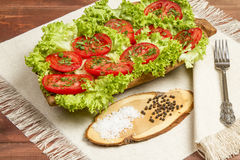 Sunda organiska grönsaker på en träbakgrund arkivfoto