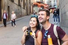 Sunda par som tillsammans tycker om resan Royaltyfri Fotografi