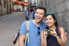 Sunda par som tillsammans tycker om resan Arkivfoton