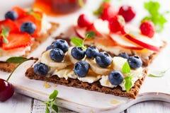 Sunda smörgåsar med bäret Royaltyfri Foto