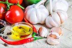 Sunda smakliga grönsaker på stenyttersida Royaltyfria Foton
