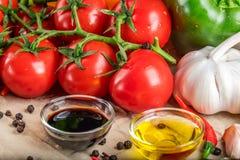 Sunda smakliga grönsaker på stenyttersida Arkivbild