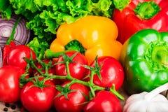 Sunda smakliga grönsaker på stenyttersida Royaltyfri Foto