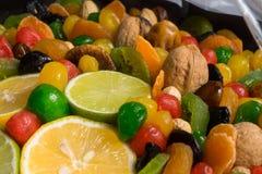 Sunda torkade frukter blandar med citronen och limefrukt royaltyfri fotografi