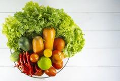 Sunda vegetariska blomkållilor, lovsång, limefrukt, vitlök, lök, tomater, röd chili, röd peppar arkivbild