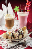Sundae παγωτού, διάσπαση μπανανών, milkshake και coctail Στοκ φωτογραφίες με δικαίωμα ελεύθερης χρήσης
