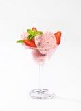 Sundae мороженого клубники Стоковые Фотографии RF