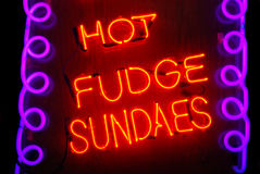 Sundaes quentes do Fudge imagem de stock