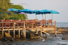Sundeck在热带海岛 免版税库存照片