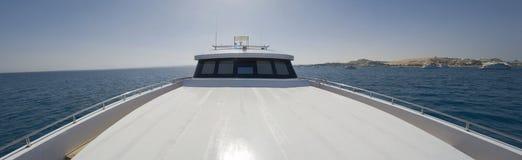 Sundeck fronte di grande yacht del motore Fotografie Stock