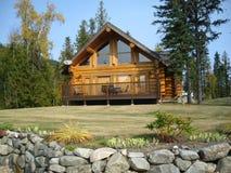 Sundeck na cabana rústica de madeira Fotografia de Stock Royalty Free