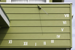 Sundial auf der Wand Stockbild