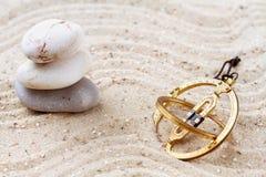 Sundial i sanden Arkivfoto