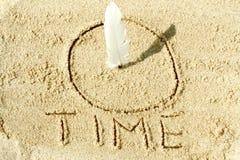 Sundial na areia Fotografia de Stock Royalty Free